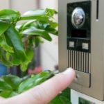 賃貸でも安く簡単に設置できるモニター付きインターホン