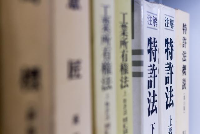 大学や専門学校の教科書が高値で売れるって本当?教科書・専門書買取サイトの色々