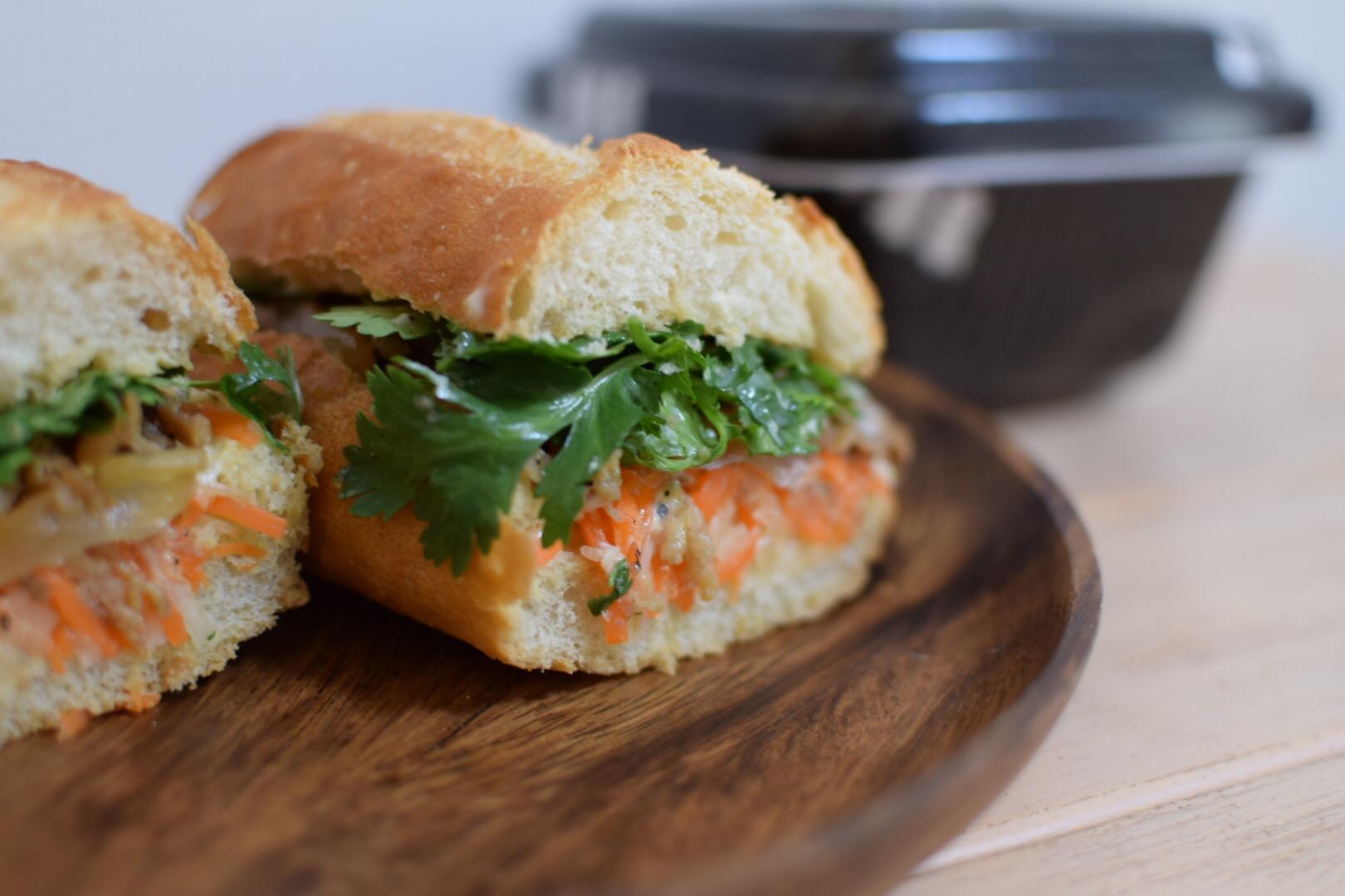 吉野家の牛皿でベトナムのサンドウィッチ「バインミー」を作ったのでレシピ掲載!